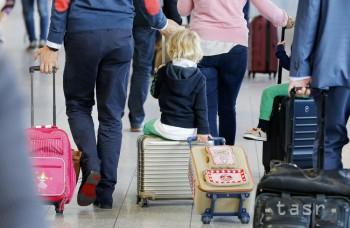 Pri cestovaní s dieťaťom môžu zahraničné orgány žiadať súhlas rodičov