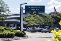 Muž bodol policajta na letisku v Michigane: Zakričal Alláhu akbar
