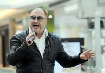 Gymnazistom z P. Bystrice spieval na stužkovej Michal David