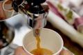 Česká právnička tri roky nalievala nadriadenej do nápoja preháňadlo