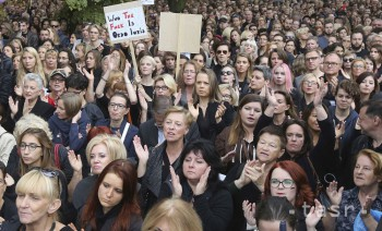 Poľky demonštrovali proti ďalšiemu návrhu zákona o interrupciách