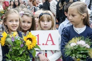 Prázdniny končia, do lavíc po prvýkrát zasadne asi 53.000 detí