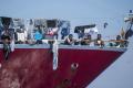 Loď so 180 migrantmi vyhlásila núdzový stav