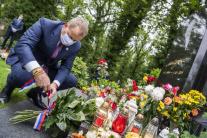 Boris Kollár pri hrobe Karla Gotta