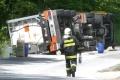 Na českej D2 sa prevrátil kamión s dusíkom, doprava je zastavená