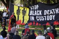 Tisícky ľudí protestovali proti oslavám Dňa Austrá