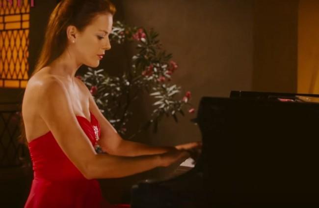 A. Kerestešová si v novej českej komédii zahrala klavírnu virtuózku