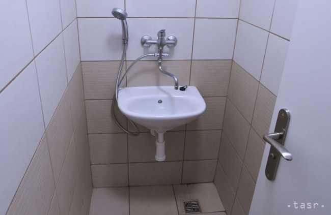 Ruky si treba umývať teplou vodou a mydlom, tvrdí ÚVZ