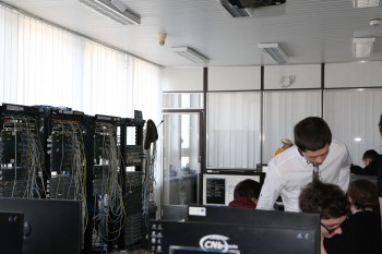 Študenti riešili siete s mnohými neznámymi