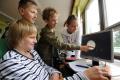 Leto s deťmi: Dlhé sedenie pri PC môže spôsobiť zdravotné problémy