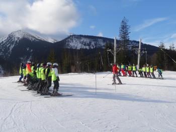 Účastníci lyžiarskeho zájazdu trpeli nevoľnosťou, pomáhala im HZS