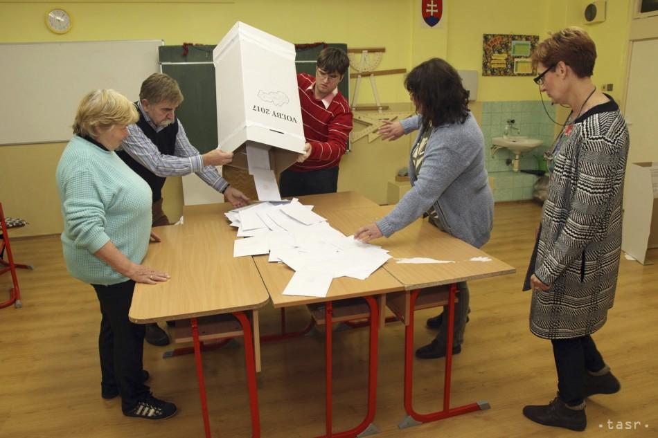 Na odmeny členov volebných komisií išlo spolu zhruba 1,64 milióna eur