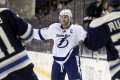 NHL: Stamkos zostáva v Tampe, podpísal nový osemročný kontrakt