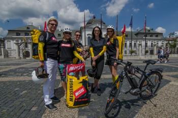 Známe osobnosti vyrazia do ulíc na bicykloch, aby pomohli
