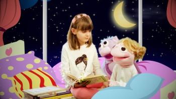 Nová uspávanka v podaní bábok a talentovanej detskej herečky