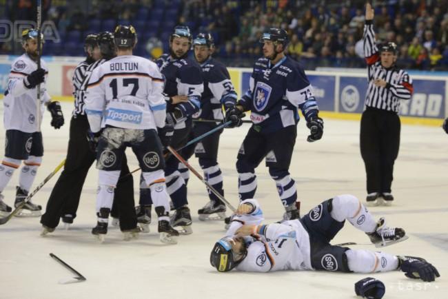 Varga skončil po ataku Kozáka so zlomeným nosom