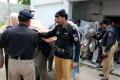 V Pakistane zatkli 13 ľudí za to, že uškrtili a upálili dievča