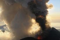 Erupcia sopky Ploskij Tolbačik na Kamčatke